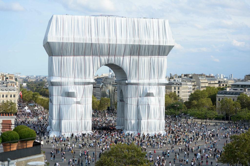 Christo and Jeanne-Claude-L'Arc de Triomphe Wrapped-Paris